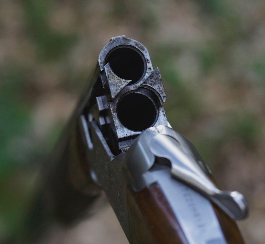 """Episode 6: """"Das Gewehr ist meine Mutter"""" / Foto (c) Unsplash.com/JP Valery"""